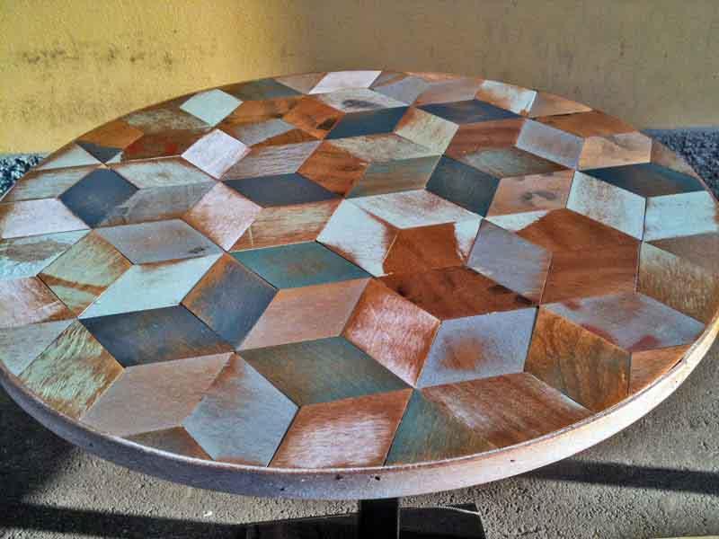tavolino tondo colorato decapato