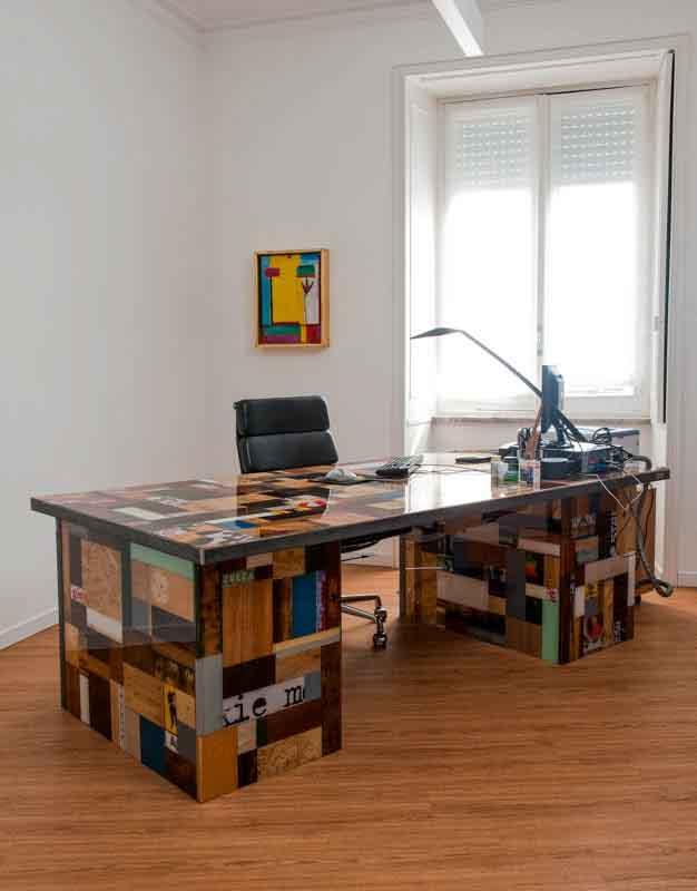 scrivania fatta a mano legno e resina
