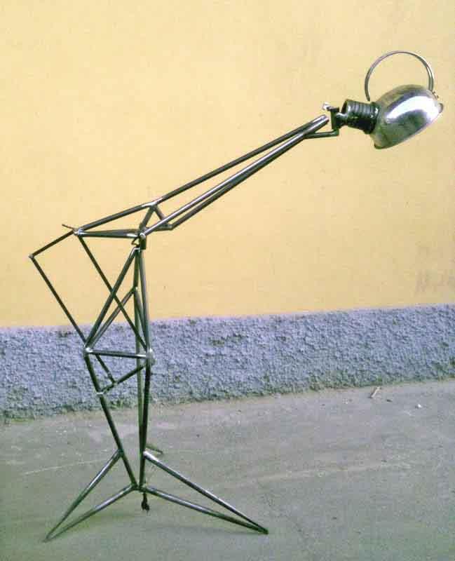 lampada metallica con vecchio bollitore