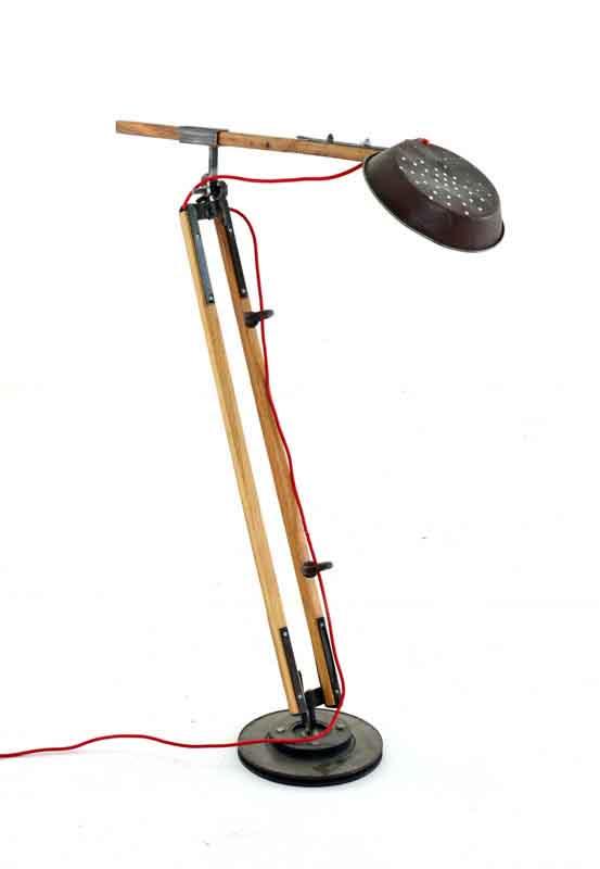 lampada piantana con vecchia padella