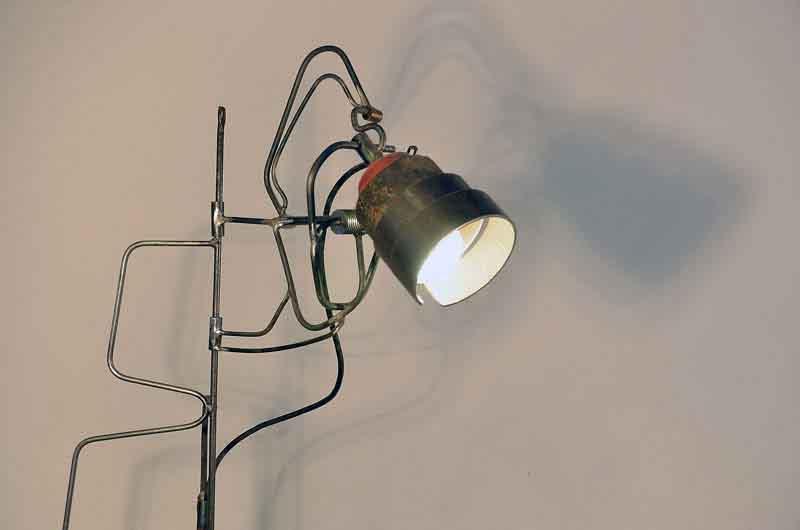 lampada da terra design di ferro
