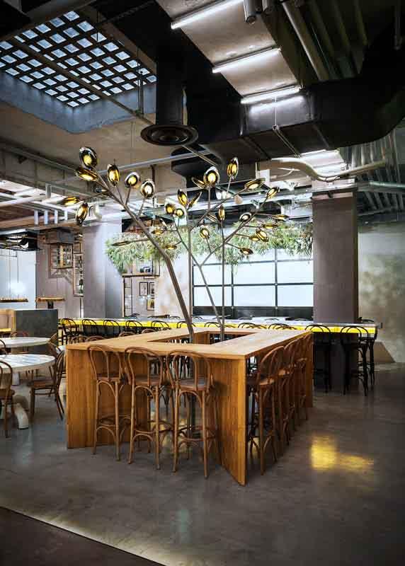 tavolo alto di castagno