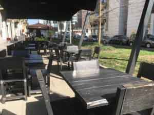 tavoli e sedie neri da esterno
