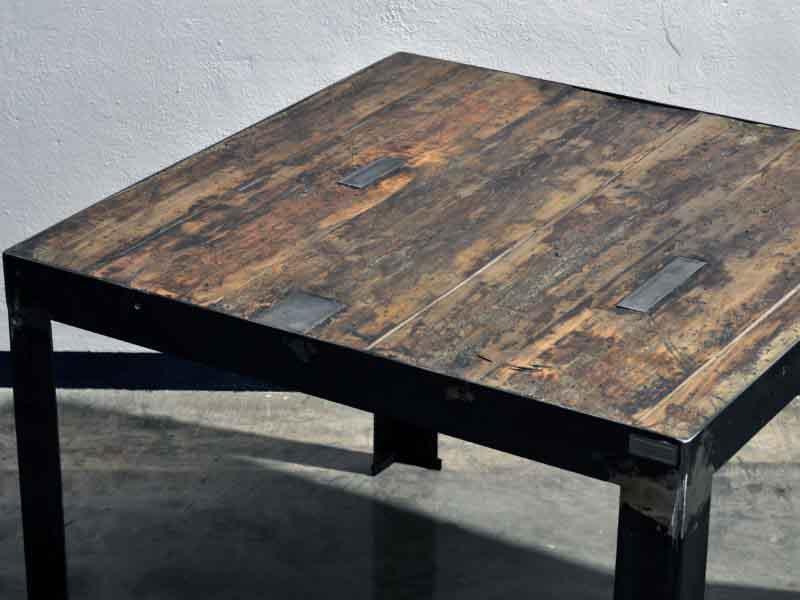 tavolo di legno recuperato e ferro