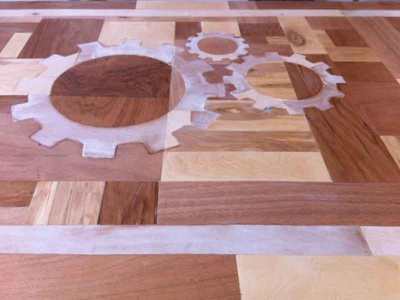 logo aziendale su legno
