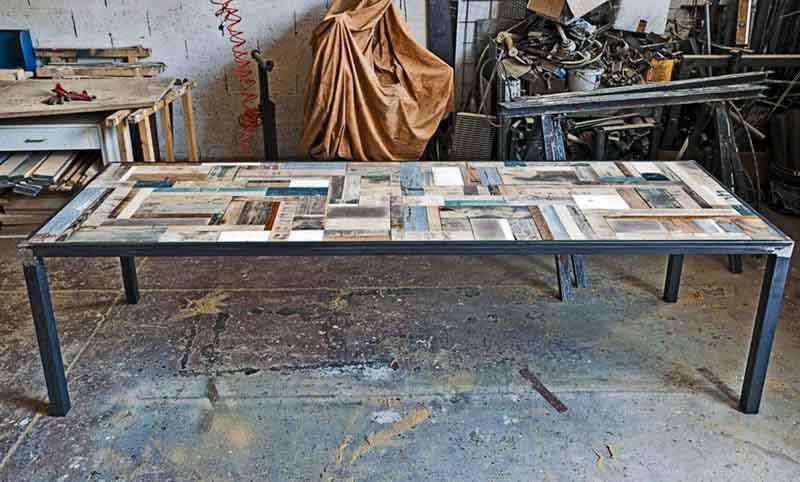 tavolo con legni di riciclo Roma