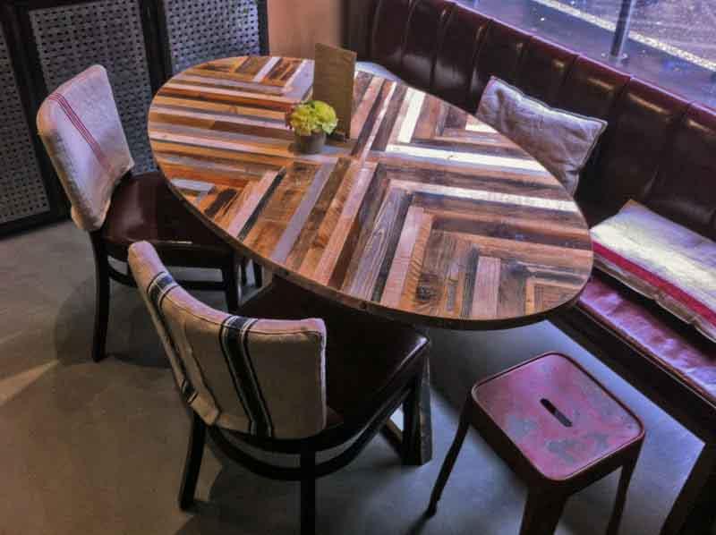 tavolo ovale di legno riciclato