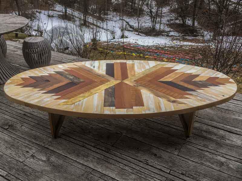 tavolo ovale con legno di riciclo e ottone