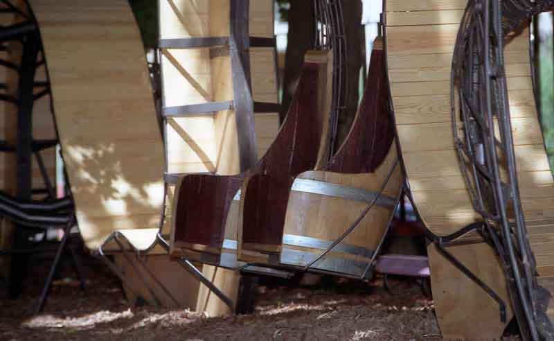 sedie ricavate da botti del vino riciclata