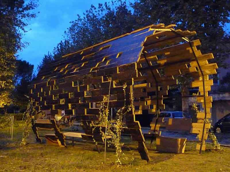 struttura tipo tunnel di legno e ferro