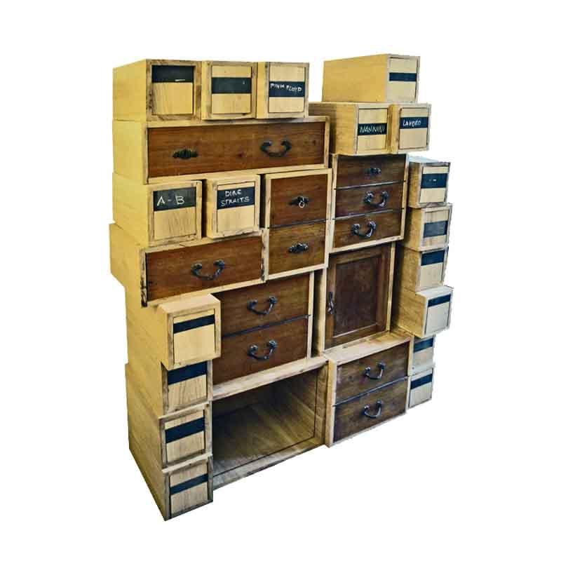 mobile cubi di legno e cassetti diversi