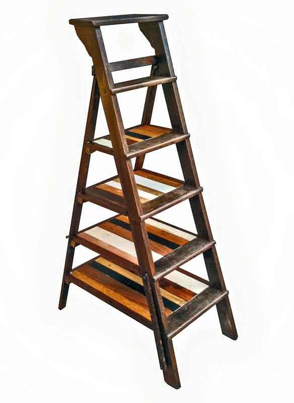 scala di legno modificata in libreria