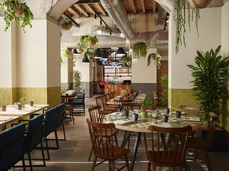 arredi per il ristorante Soulgreen Milano