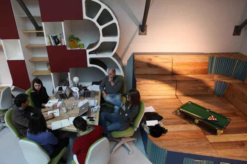 pedana collettiva contenitore, libreria artigianale, tavolo riunioni