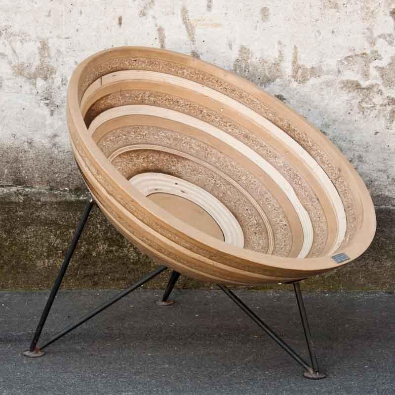 poltrona sferica di legno