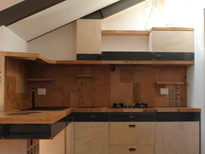 cucina fatta a mano di legno