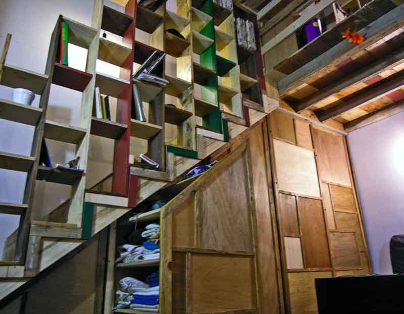 scala con soppalco e armadi