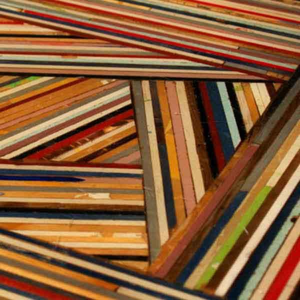 piccoli listelli di legno colorato