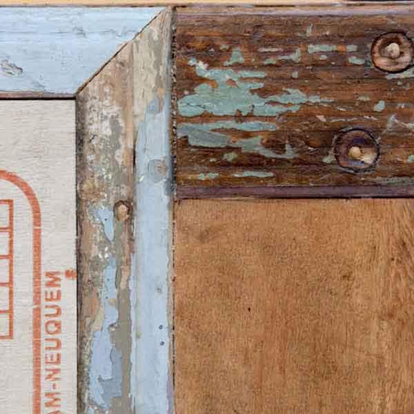 legno riciclato da cassette della frutta e vecchie porte