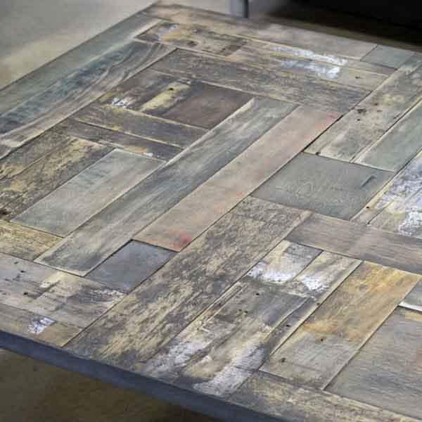 scarti di legno verniciati di grigio