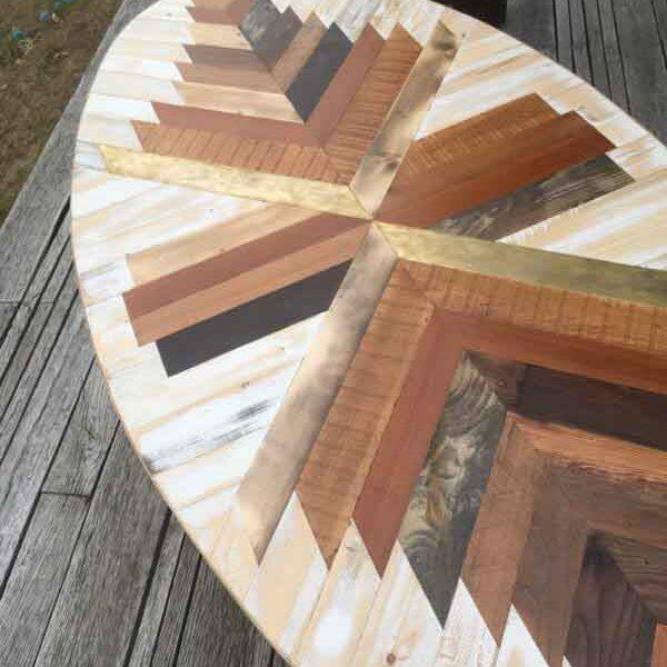 tavolo basso con legno e ottone