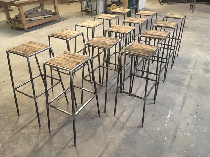 produzione di sgabelli per bar